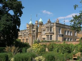 800px-Knebworth_House_-_Flickr_-_foshie