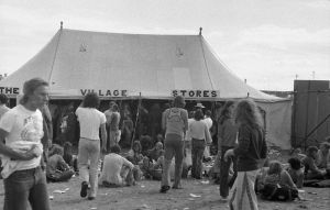 Village_Stores_at_Reading_Festival_1975